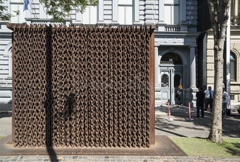 το μνημείο των αλυσίδων στη Βουδαπέστη στοκ φωτογραφίες