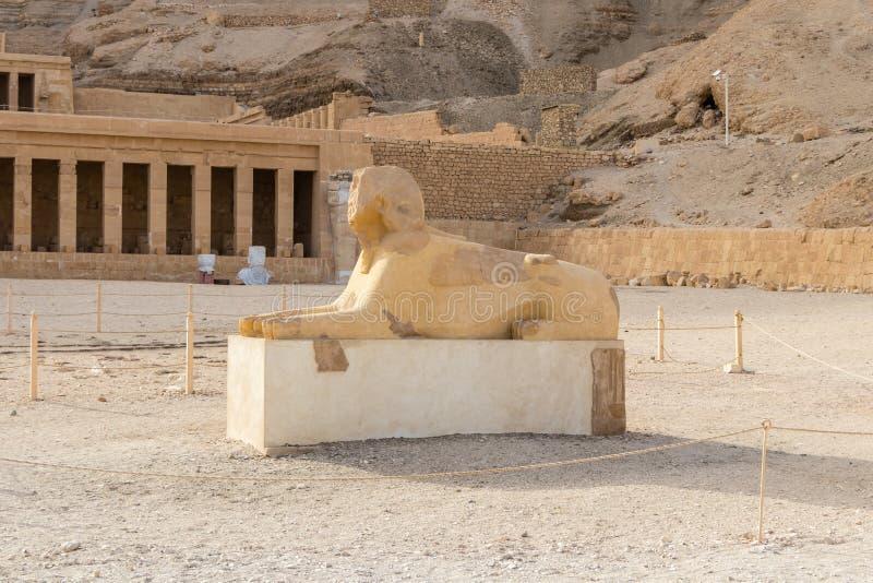 Το μνημείο Sphinx με το σώμα ενός λιονταριού και ενός κεφαλιού των pharaoh στοκ φωτογραφία με δικαίωμα ελεύθερης χρήσης