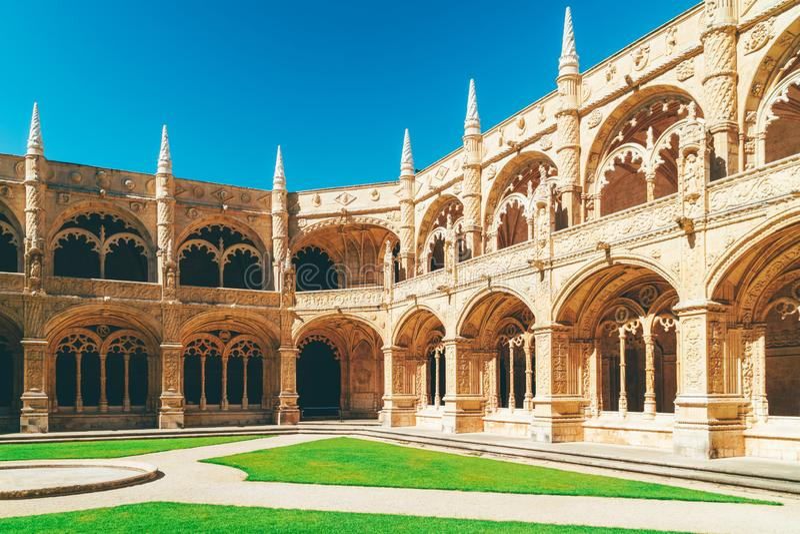 Το μοναστήρι Hieronymites Jeronimos Αγίου Jerome στη Λισσαβώνα, Πορτογαλία χτίζεται στο πορτογαλικό πρόσφατο γοτθικό ύφος Manueli στοκ φωτογραφίες