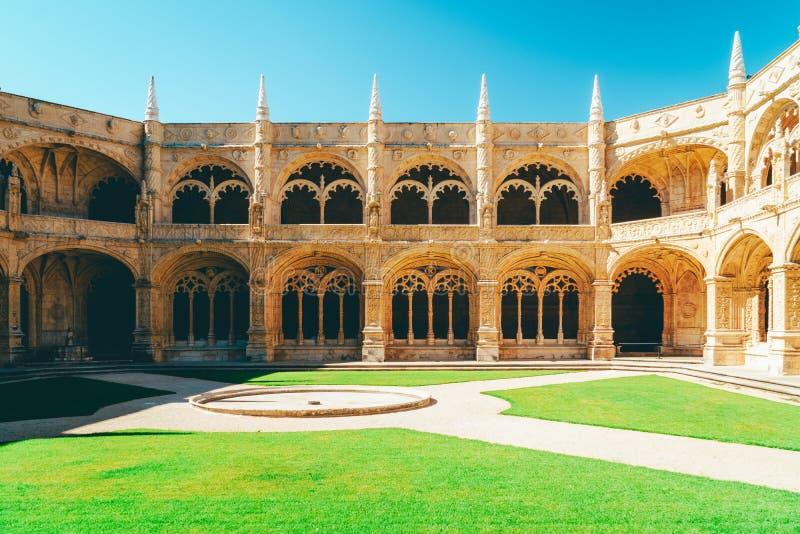 Το μοναστήρι Hieronymites Jeronimos Αγίου Jerome στη Λισσαβώνα, Πορτογαλία χτίζεται στο πορτογαλικό πρόσφατο γοτθικό ύφος Manueli στοκ εικόνα