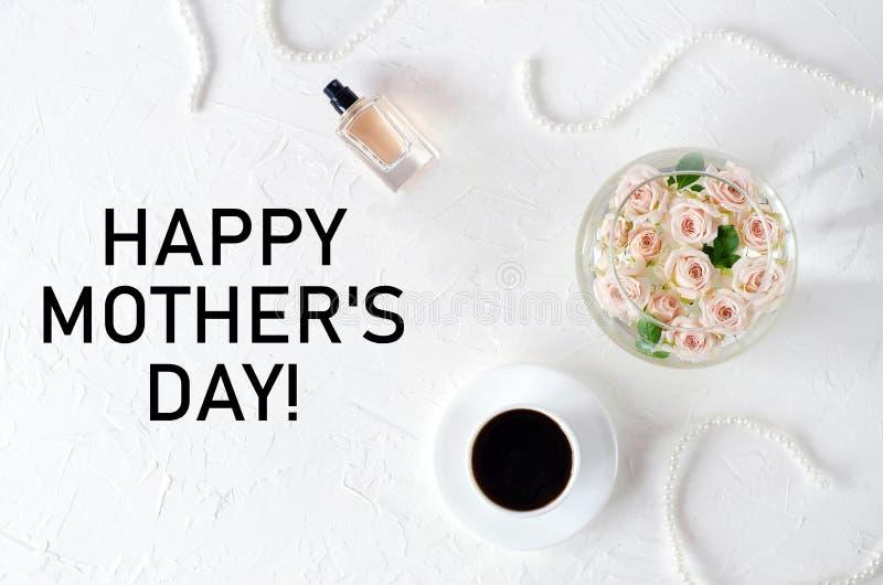 Το μοντέρνο άσπρο επίπεδο βάζει με την ημέρα της μητέρας συγχαρητηρίων στοκ εικόνες με δικαίωμα ελεύθερης χρήσης