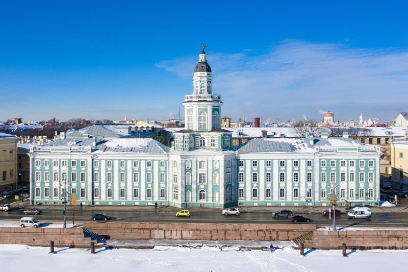 Το μουσείο Kunstkammer της ανθρωπολογίας και της εθνογραφίας, παγωμένος ποταμός Neva με τον πάγο στοκ εικόνα