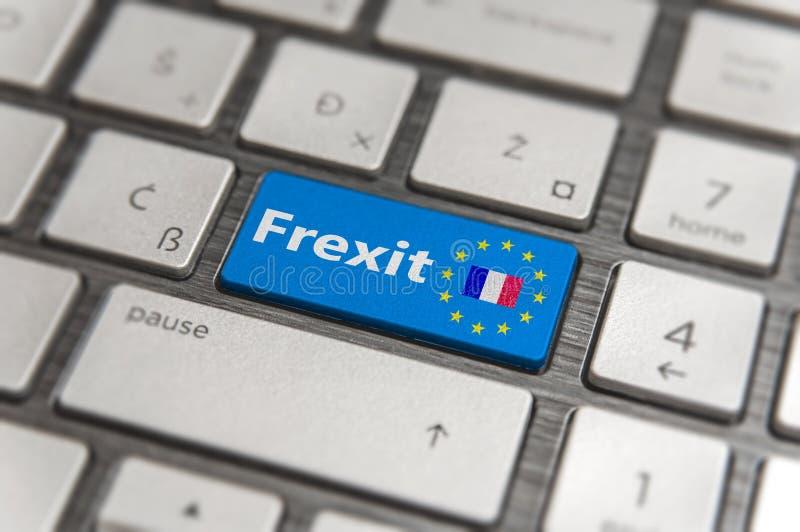 Το μπλε κλειδί μπαίνει στη Γαλλία Frexit με το κουμπί πληκτρολογίων της ΕΕ στο σύγχρονο πίνακα στοκ φωτογραφία