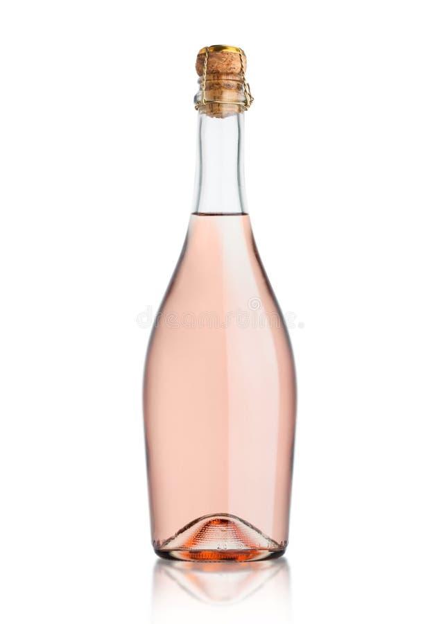 Το μπουκάλι γυαλιού σπιτικού ρόδινου αυξήθηκε σαμπάνια με το φελλό στο άσπρο υπόβαθρο στοκ φωτογραφίες με δικαίωμα ελεύθερης χρήσης