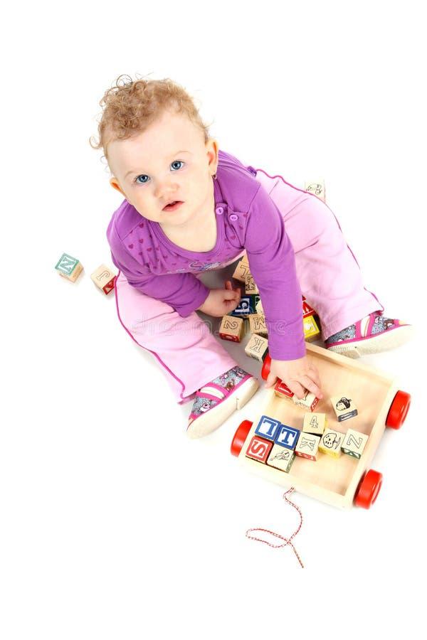το μωρό εμποδίζει την παίζ&omicron στοκ εικόνες με δικαίωμα ελεύθερης χρήσης