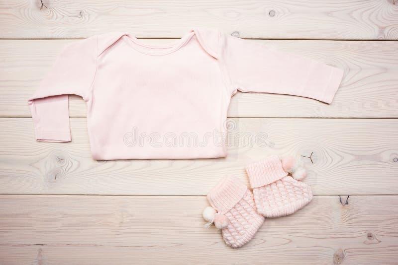 το μωρό ντύνει το ροζ στοκ φωτογραφία με δικαίωμα ελεύθερης χρήσης