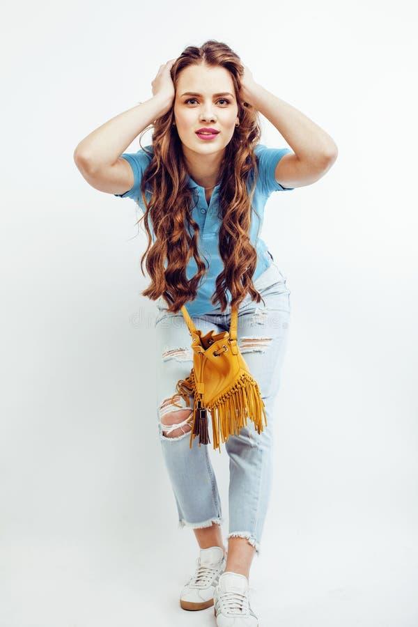 Το νέο αρκετά μοντέρνο κορίτσι hipster που θέτει συναισθηματικό που απομονώνεται στο άσπρο δροσερό χαμόγελο χαμόγελου υποβάθρου ε στοκ εικόνα με δικαίωμα ελεύθερης χρήσης