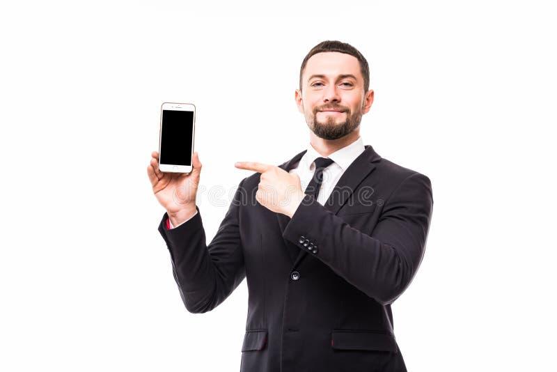 Το νέο επιχειρησιακό άτομο στο κοστούμι που δείχνεται στο αντίγραφο οθόνης χωρίζει κατά διαστήματα το κινητό τηλέφωνο του Πλήρες  στοκ εικόνες