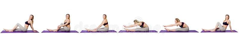 Το νέο θηλυκό που κάνει τις ασκήσεις στο λευκό στοκ εικόνες