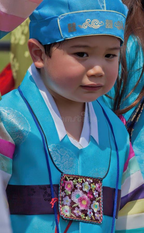 Το νέο κορεατικό αγόρι συμμετέχει στον πολιτιστικό εορτασμό στοκ φωτογραφίες με δικαίωμα ελεύθερης χρήσης