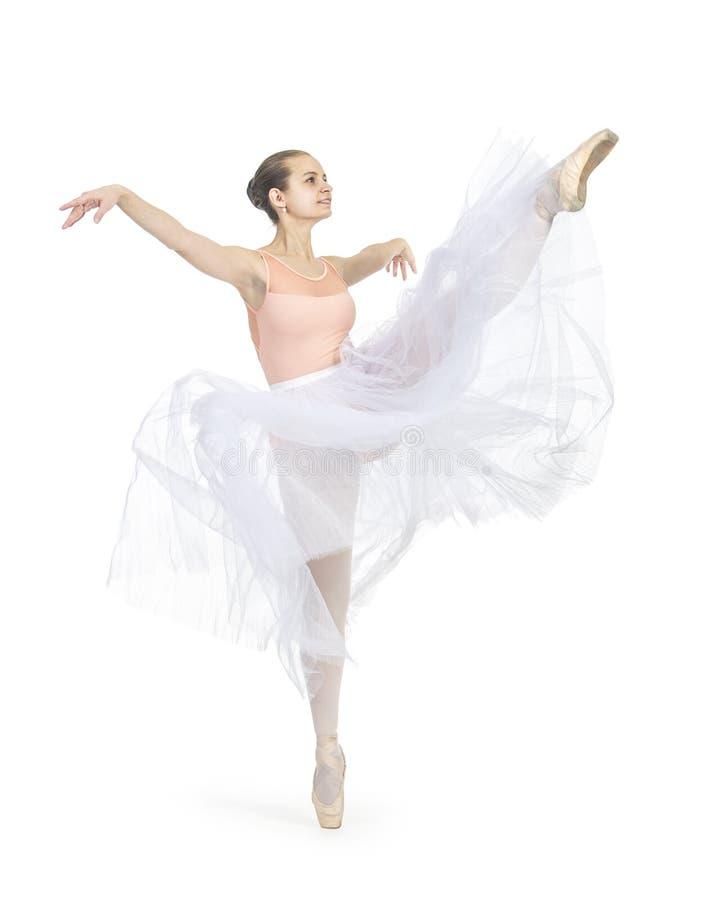 Το νέο χαμογελώντας κορίτσι είναι μπαλέτο χορού στοκ εικόνα