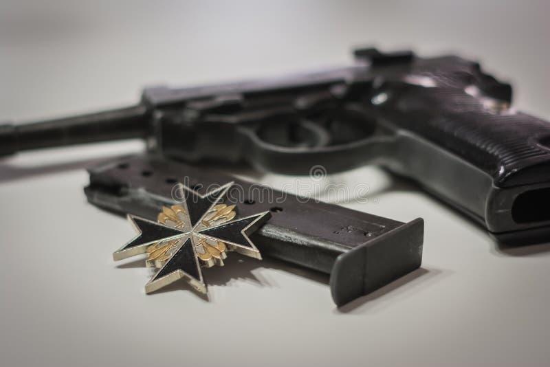 Το ναζιστικό στρατιωτικό αυτόματο πιστόλι της Γερμανίας από τον παγκόσμιο πόλεμο 2 εποχή στοκ εικόνες
