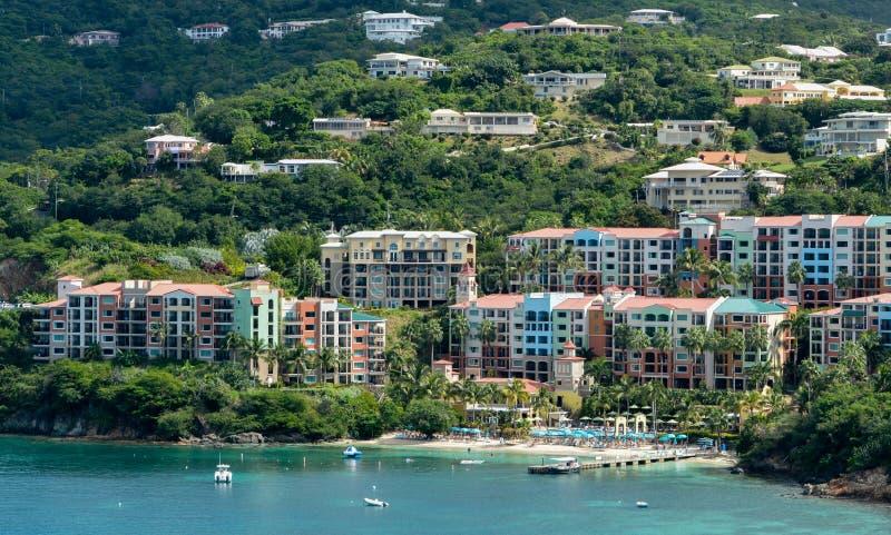 Το νησί Καραϊβικής του U του ST Thomas S νησιά Virgin Άποψη από το κρουαζιερόπλοιο στοκ φωτογραφία με δικαίωμα ελεύθερης χρήσης