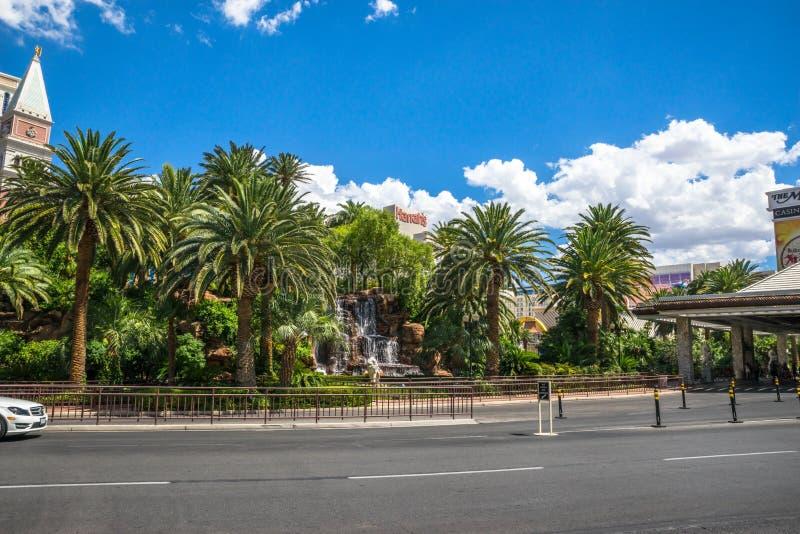 Το ξενοδοχείο αντικατοπτρισμού και το ταξί χαρτοπαικτικών λεσχών παίρνουν την περιοχή στοκ φωτογραφία με δικαίωμα ελεύθερης χρήσης