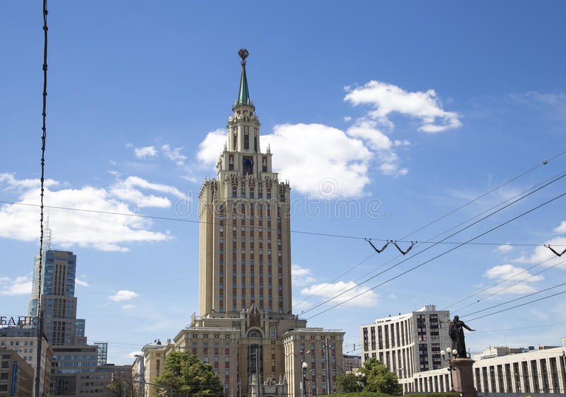 Το ξενοδοχείο Leningradskaya Hilton στην πλατεία Komsomolskaya, έχει χτιστεί το 1954 Μόσχα Ρωσία στοκ φωτογραφία με δικαίωμα ελεύθερης χρήσης