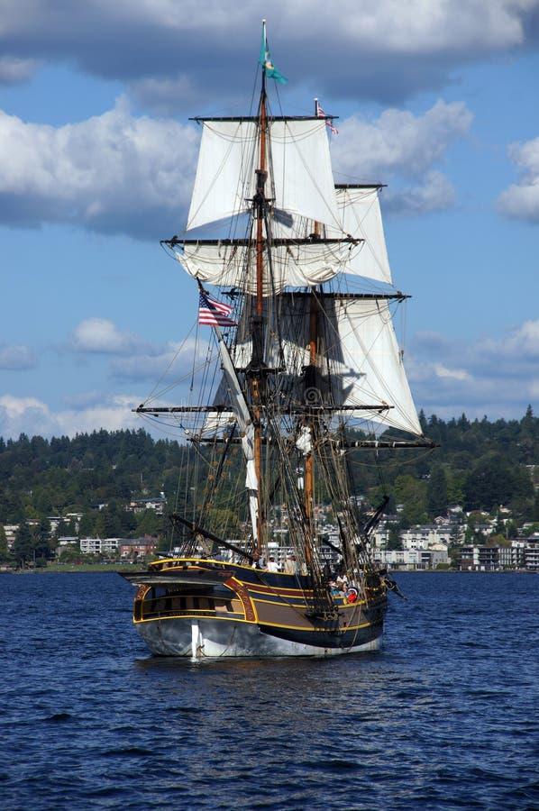 Το ξύλινο brig, κυρία Washington, πανιά στη λίμνη Ουάσιγκτον στοκ φωτογραφίες