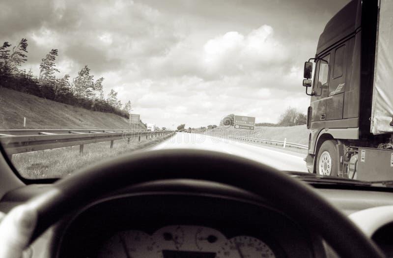 το οδηγώντας φορτηγό προ&sigm στοκ φωτογραφία