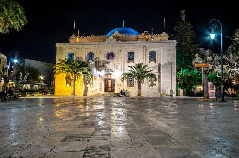 Το οθωμανικό μουσουλμανικό τέμενος Vezir, το οποίο έγινε σήμερα η βασιλική του ST Titus στα φω'τα βραδιού, Ηράκλειο, Κρήτη στοκ εικόνα με δικαίωμα ελεύθερης χρήσης