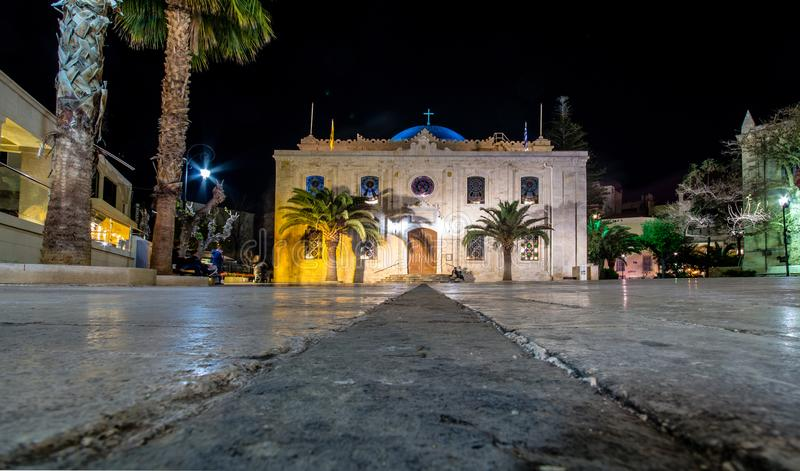 Το οθωμανικό μουσουλμανικό τέμενος Vezir, το οποίο έγινε σήμερα η βασιλική του ST Titus στα φω'τα βραδιού, Ηράκλειο, Κρήτη στοκ φωτογραφία με δικαίωμα ελεύθερης χρήσης