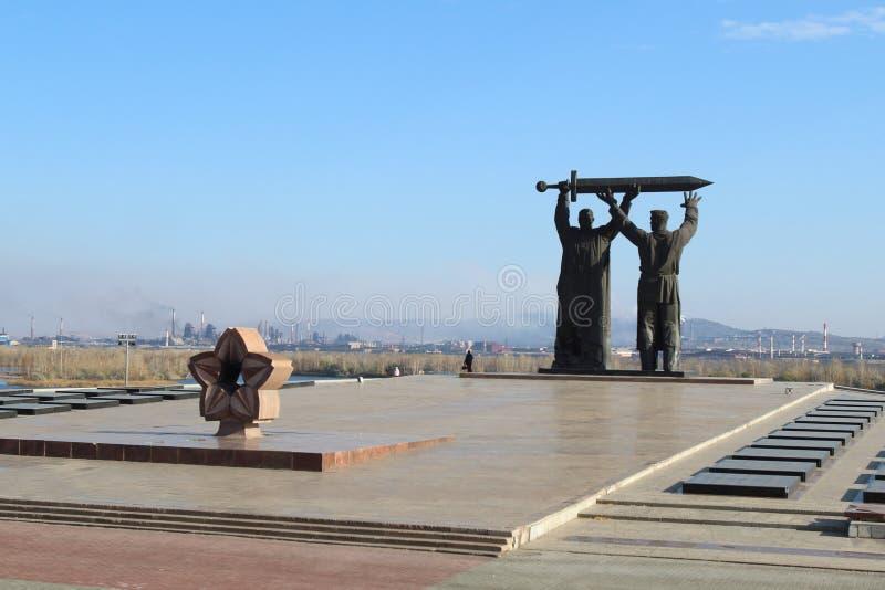 Το οπίσθιος-μπροστινό μνημείο στην πόλη Magnitogorsk, Ρωσία στοκ εικόνα