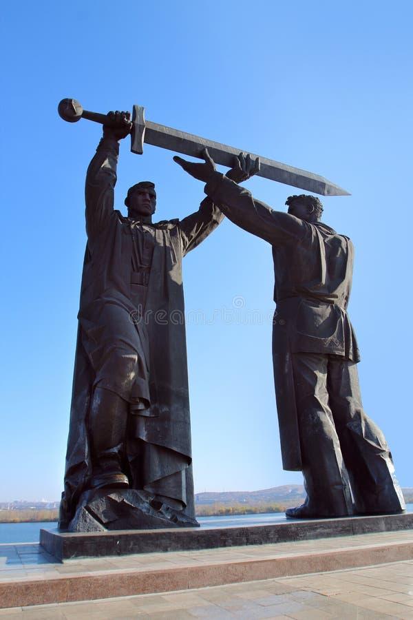 Το οπίσθιος-μπροστινό μνημείο στην πόλη Magnitogorsk, Ρωσία στοκ φωτογραφία με δικαίωμα ελεύθερης χρήσης