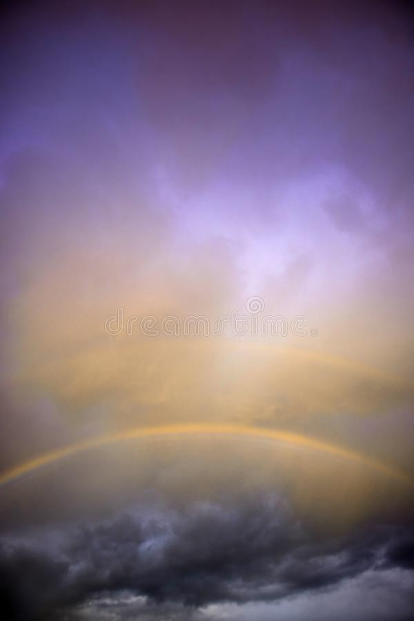 Το ουράνιο τόξο μετά από τη θύελλα στοκ φωτογραφία με δικαίωμα ελεύθερης χρήσης