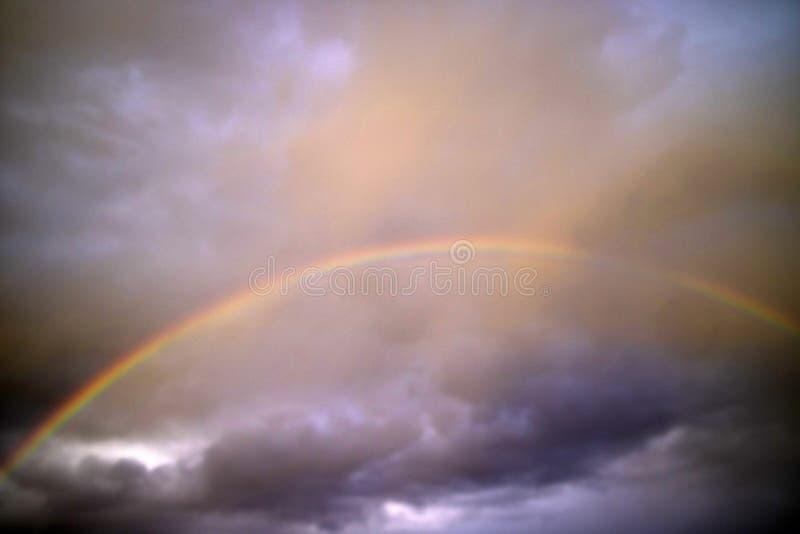 Το ουράνιο τόξο μετά από τη θύελλα στοκ εικόνα με δικαίωμα ελεύθερης χρήσης