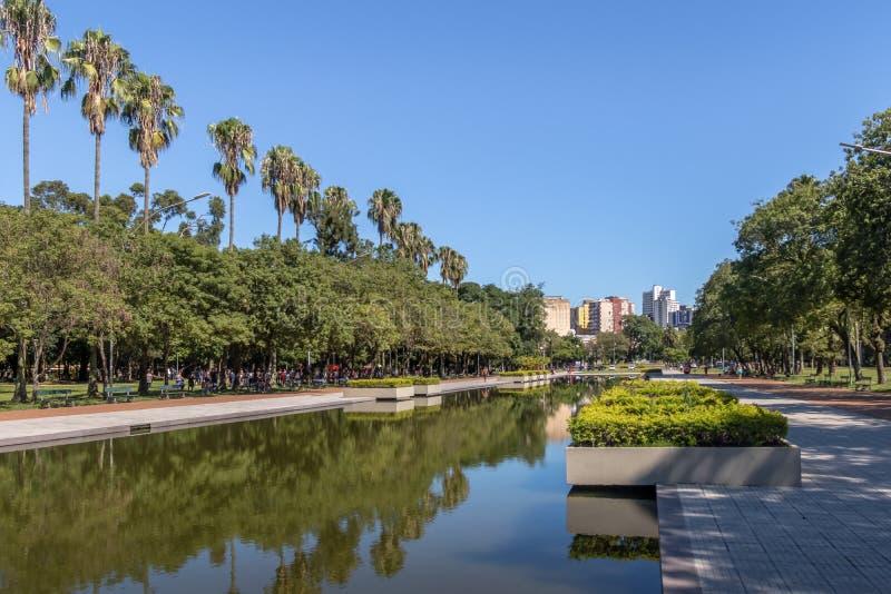 Το πάρκο Farroupilha ή το πάρκο Redencao που απεικονίζει τη λίμνη στο Πόρτο Αλέγκρε, Rio Grande κάνει τη Sul, Βραζιλία στοκ εικόνες