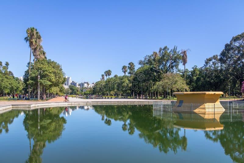 Το πάρκο Farroupilha ή το πάρκο Redencao που απεικονίζει τη λίμνη στο Πόρτο Αλέγκρε, Rio Grande κάνει τη Sul, Βραζιλία στοκ φωτογραφία με δικαίωμα ελεύθερης χρήσης