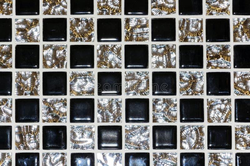 Το πάτωμα πετρών είναι διακοσμημένο με ποικίλο γεωμετρικό μωσαϊκό, μπλε, κόκκινο, άσπρο, μαύρο κεραμίδι Αφηρημένο γεωμετρικό χαοτ στοκ φωτογραφία με δικαίωμα ελεύθερης χρήσης