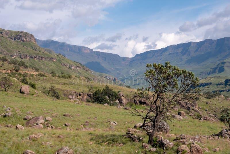 Το πέρασμα Sani, ένα πολύ πέρασμα υψηλών βουνών που συνδέει τη Νότια Αφρική με το Λεσόθο στοκ εικόνα