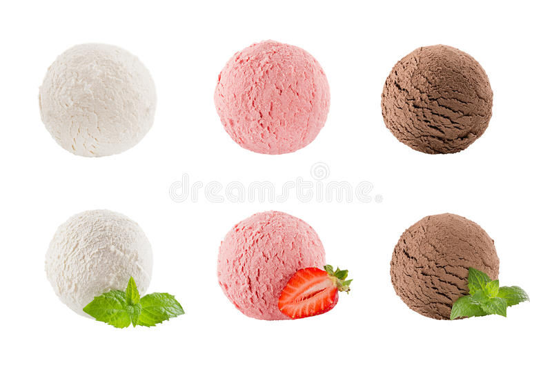 Το παγωτό εκσκάπτει τη συλλογή έξι σφαιρών - κρεμωδών, φράουλα, σοκολάτα - διακοσμημένα φύλλα μεντών, μούρο φετών στοκ φωτογραφία