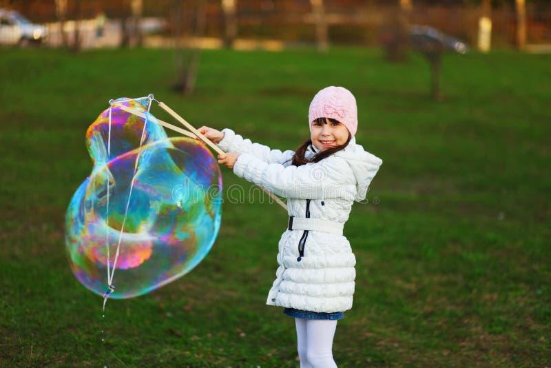 Το παιδί ευτυχές στοκ φωτογραφία