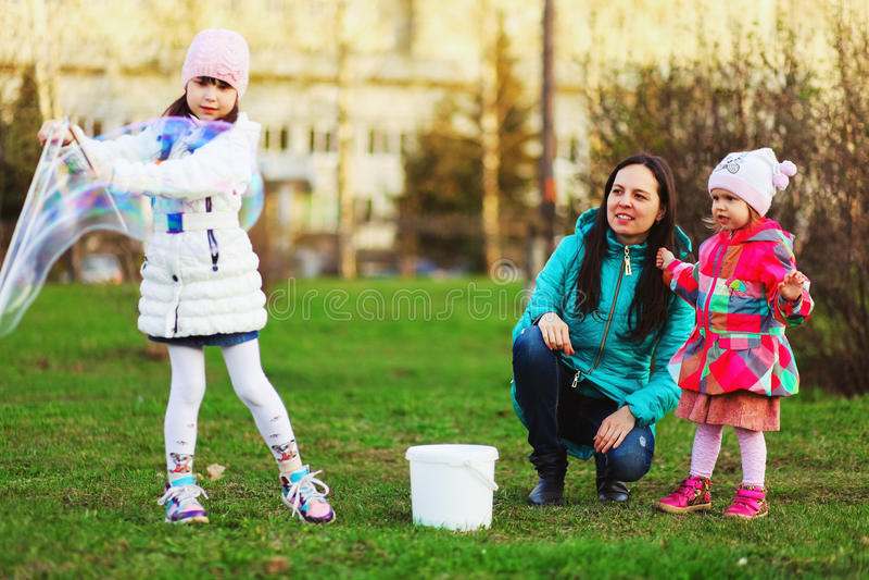 Το παιδί ευτυχές στοκ φωτογραφίες