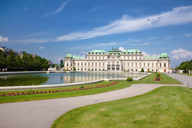 Το παλάτι πανοραμικών πυργίσκων με το πάρκο του στη Βιέννη, Αυστρία στοκ εικόνα με δικαίωμα ελεύθερης χρήσης