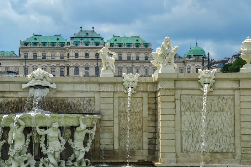 Το παλάτι πανοραμικών πυργίσκων με το πάρκο του στη Βιέννη, Αυστρία στοκ φωτογραφίες