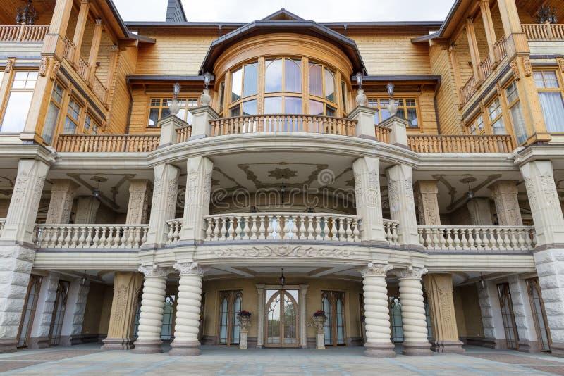 Το παλάτι του πρώην προέδρου Yanukovych στο Dnieper στην Ουκρανία στις 16 Μαΐου 2017 στοκ εικόνες
