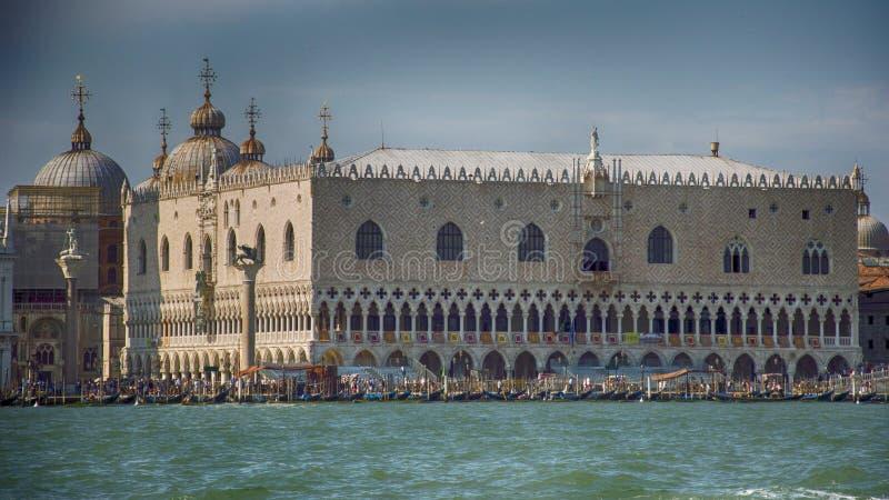 Το παλάτι του Doges, Βενετία, Ιταλία από τη θάλασσα στοκ φωτογραφία