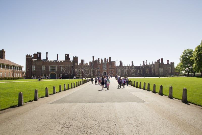 Το παλάτι του Hampton Court που χτίστηκε αρχικά για το βασικό Thomas Wolsey 1515, έγινε αργότερα βασιλιάς στοκ φωτογραφίες με δικαίωμα ελεύθερης χρήσης