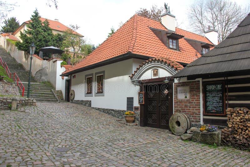 Το παλαιό μεσαιωνικό στενό η οδός και τα μικρά αρχαία σπίτια σε Novy Svet, περιοχή Hradcany στοκ φωτογραφίες με δικαίωμα ελεύθερης χρήσης