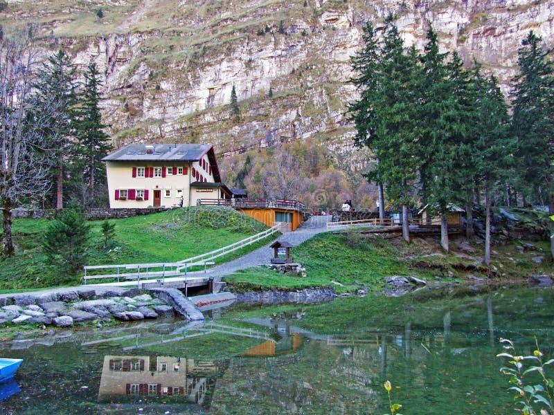 """Το πανσιόν Seealpsee, Gasthaus Sealpsee ή Ï""""Î¿ εστιατόριο Seealpsee βουνών στο βουνό Alpstein Î στοκ φωτογραφία"""