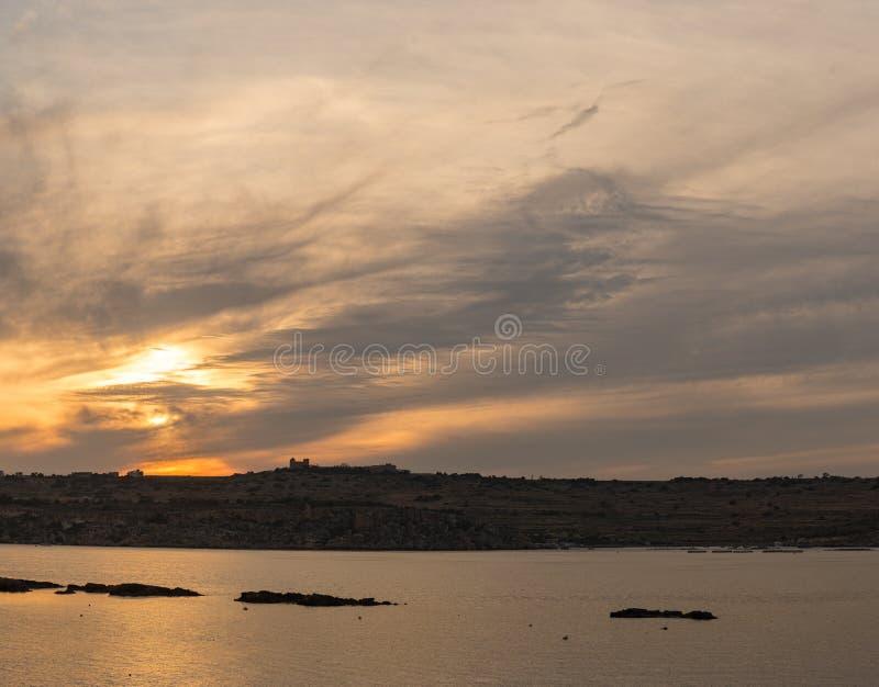 Το πανόραμα του λιμανιού στον κόλπο του ST Pauls, Mallta στοκ εικόνα