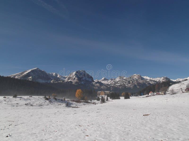 Το πανόραμα του χιονισμένου βουνού Durmitor στοκ φωτογραφία με δικαίωμα ελεύθερης χρήσης