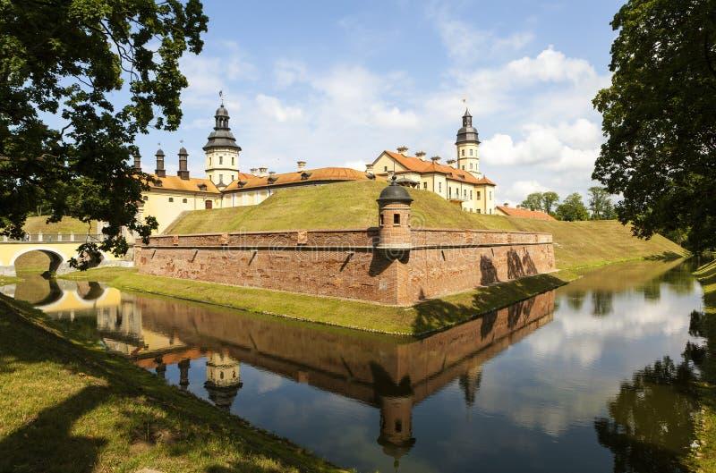 Το παλάτι και το κάστρο σύνθετα - Nesvizh Castle belatedness στοκ εικόνα