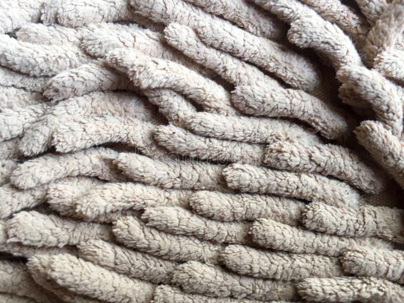 Το παλαιό βρώμικο doormat για καθαρό και σκουπίζει το πόδι στοκ εικόνες με δικαίωμα ελεύθερης χρήσης