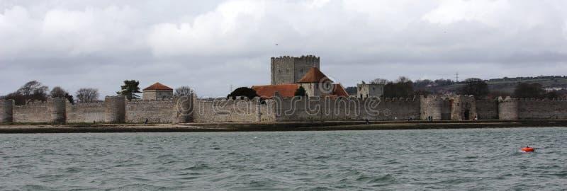 Το παλαιό καλά συντηρημένο κάστρο Portchester μέσα στο Πόρτσμουθ harb στοκ φωτογραφία