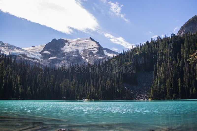 Το πεζοπορώ λιμνών Joffre στοκ φωτογραφία με δικαίωμα ελεύθερης χρήσης