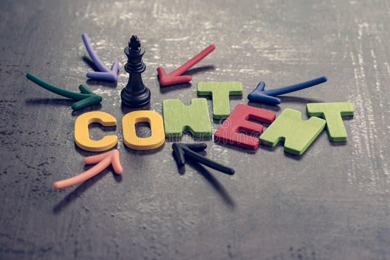 Το περιεχόμενο είναι βασιλιάς στην έννοια διαφήμισης και επικοινωνίας, colorf στοκ φωτογραφία