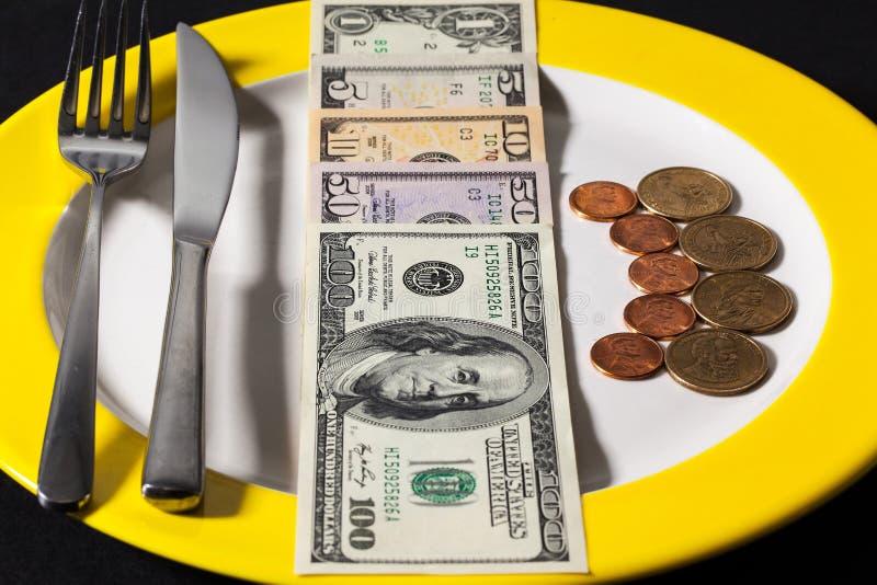 Το πιάτο με τα χρήματα στοκ εικόνες με δικαίωμα ελεύθερης χρήσης