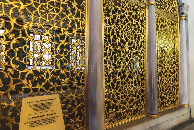 Το πλέγμα χαλκού του σουλτάνου Mahmud ι βιβλιοθήκη σε Hagia Sophia, που διακοσμείται με τα λουλούδια και τις συνελίξεις κλάδων στοκ εικόνα με δικαίωμα ελεύθερης χρήσης